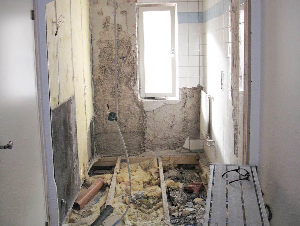rivning av första badrummet