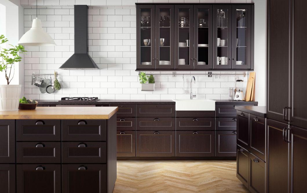 svart kök från IKEA